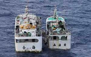 Transhipment in the Central Pacific (www.underwatertimes.com)
